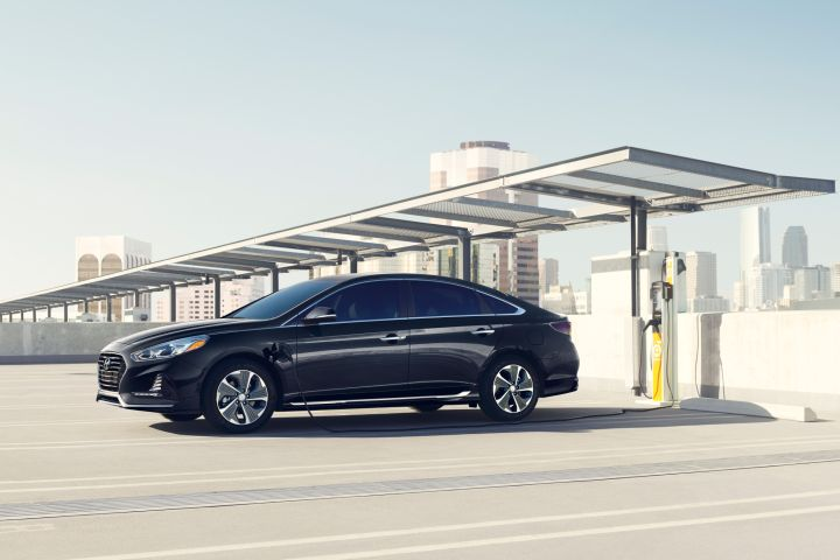 Hyundai is lowering the price of the 2018 Sonata Plug-In Hybrid base model.