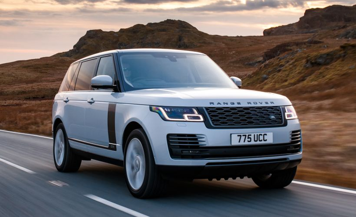 Land Rover's Range Rover adds a plug-in hybrid variant for 2019.