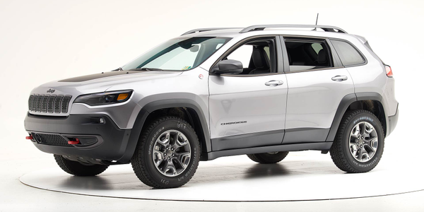 The Insurance Institute for Highway Safety notes that Top Safety status applies only to Jeep...