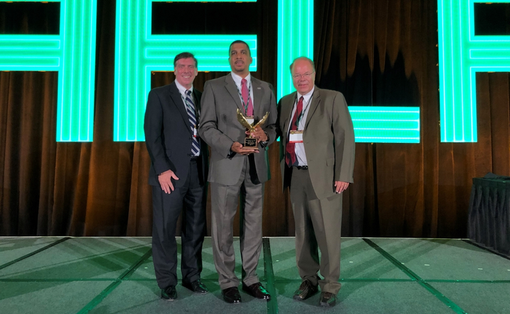 Ken Jack (center), VP - fleet operations for Verizon Communications took to the stage to receive the 2019 Fleet Executive of the Year Award. 