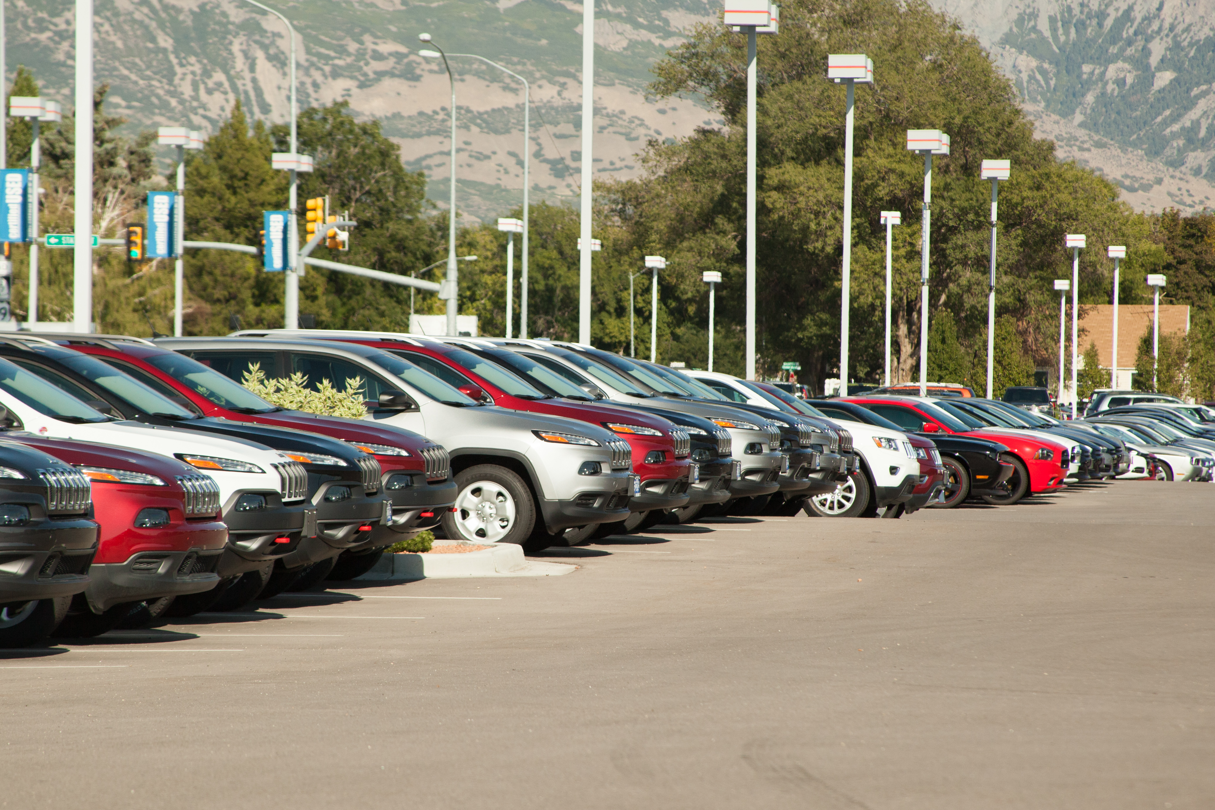 Falling Fuel Prices Drive New-Vehicle MPG Lower