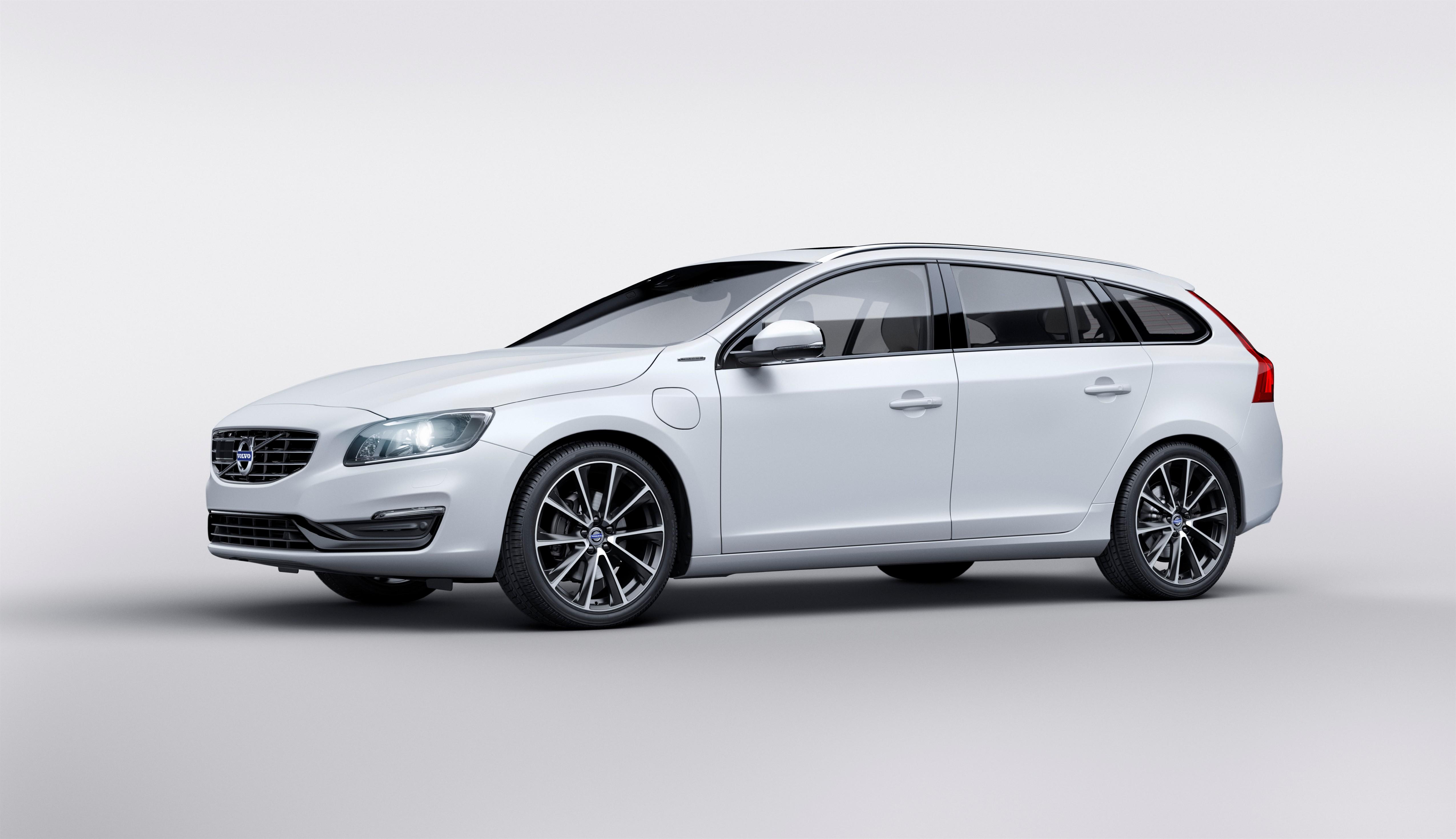 Volvo Unveils Plug-In Hybrid V60 Model