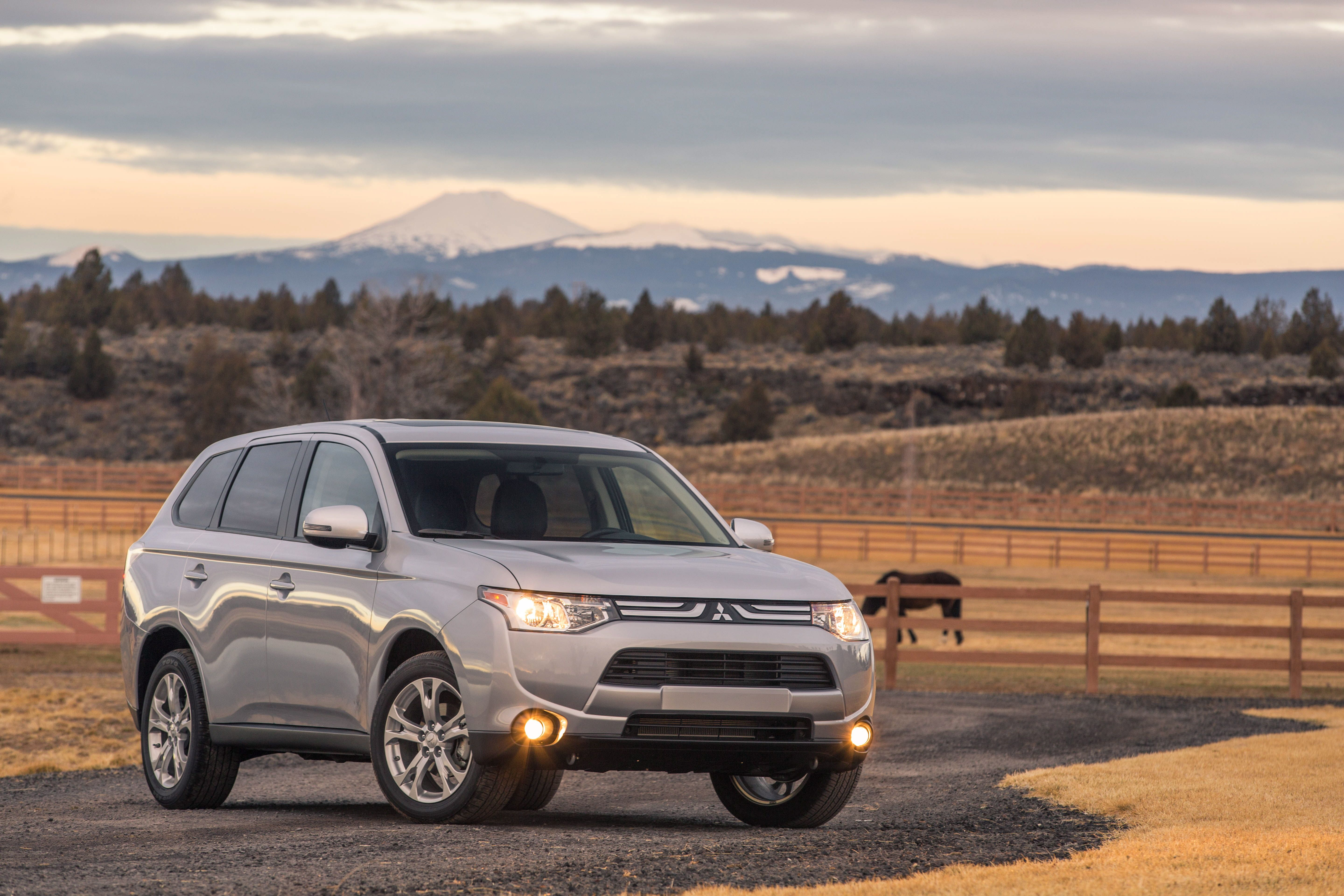 Mitsubishi Details 2014 Outlander Features and Fuel Economy