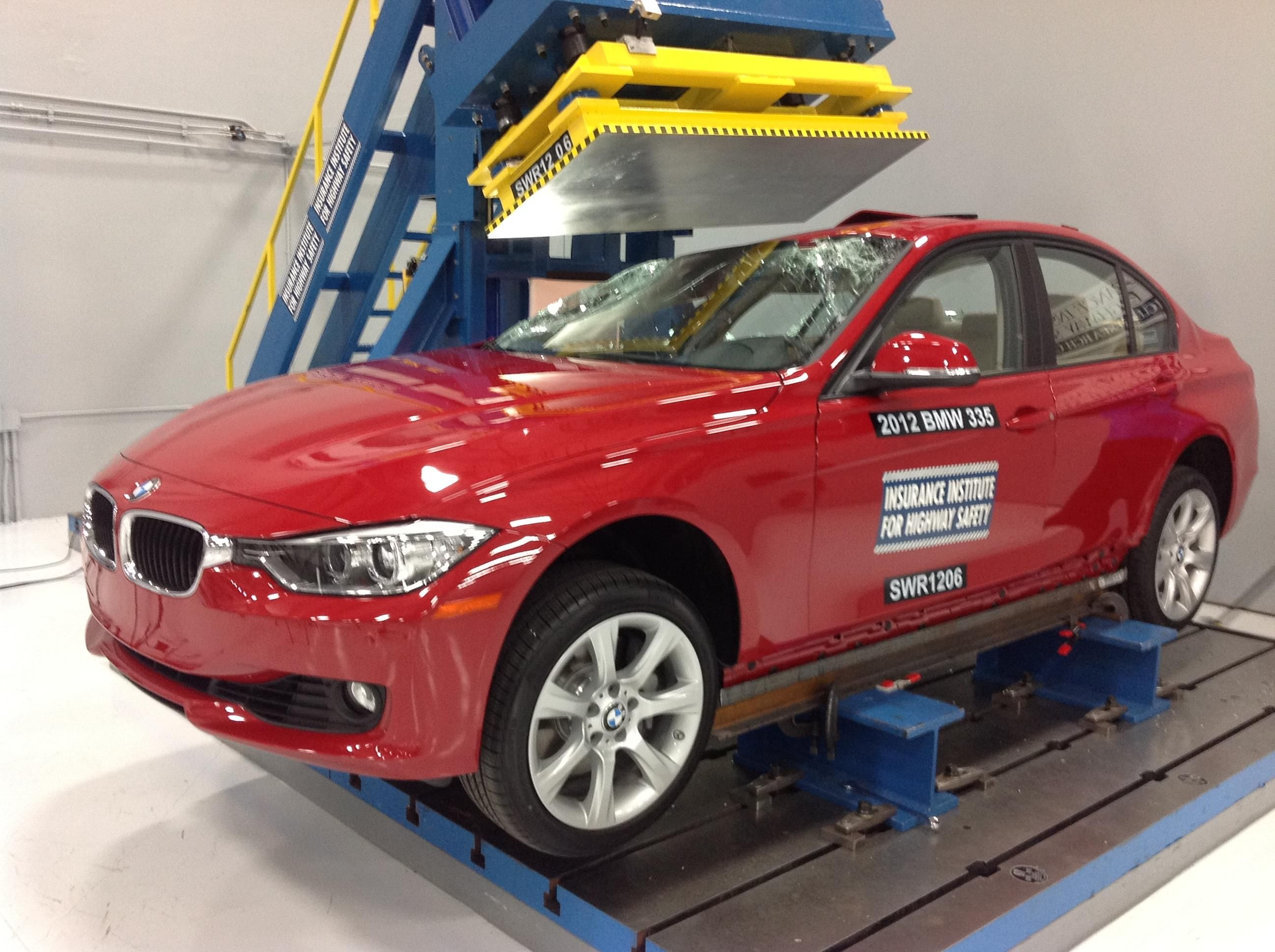IIHS Names BMW 3 Series Sedan a 'Top Safety Pick'