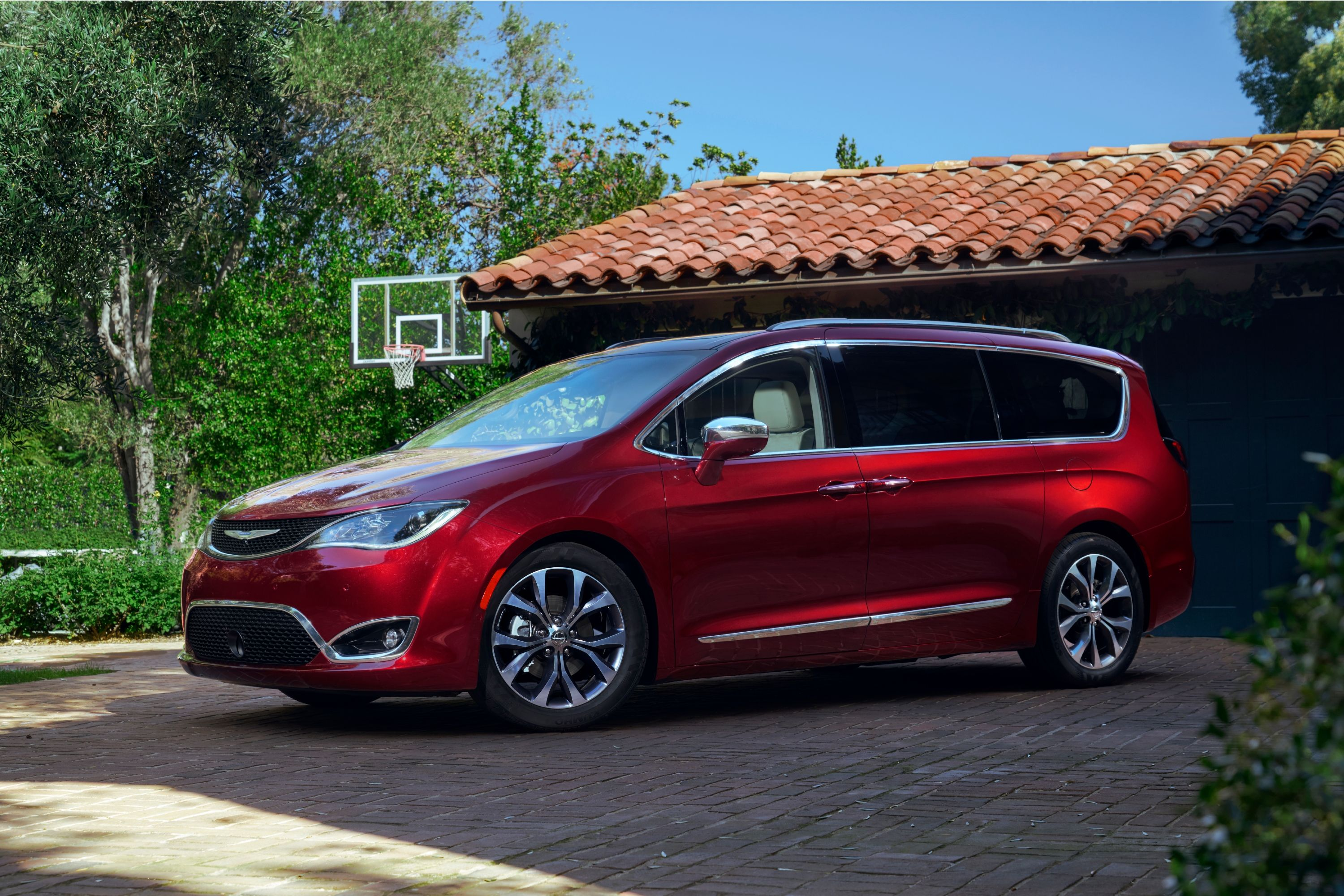 Chrysler Pacifica Hybrid Minivan Using LG Chem Battery Pack