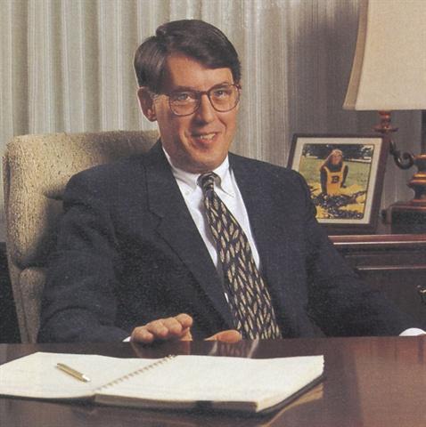 Former Chrysler Fleet GM MacDonald Dies