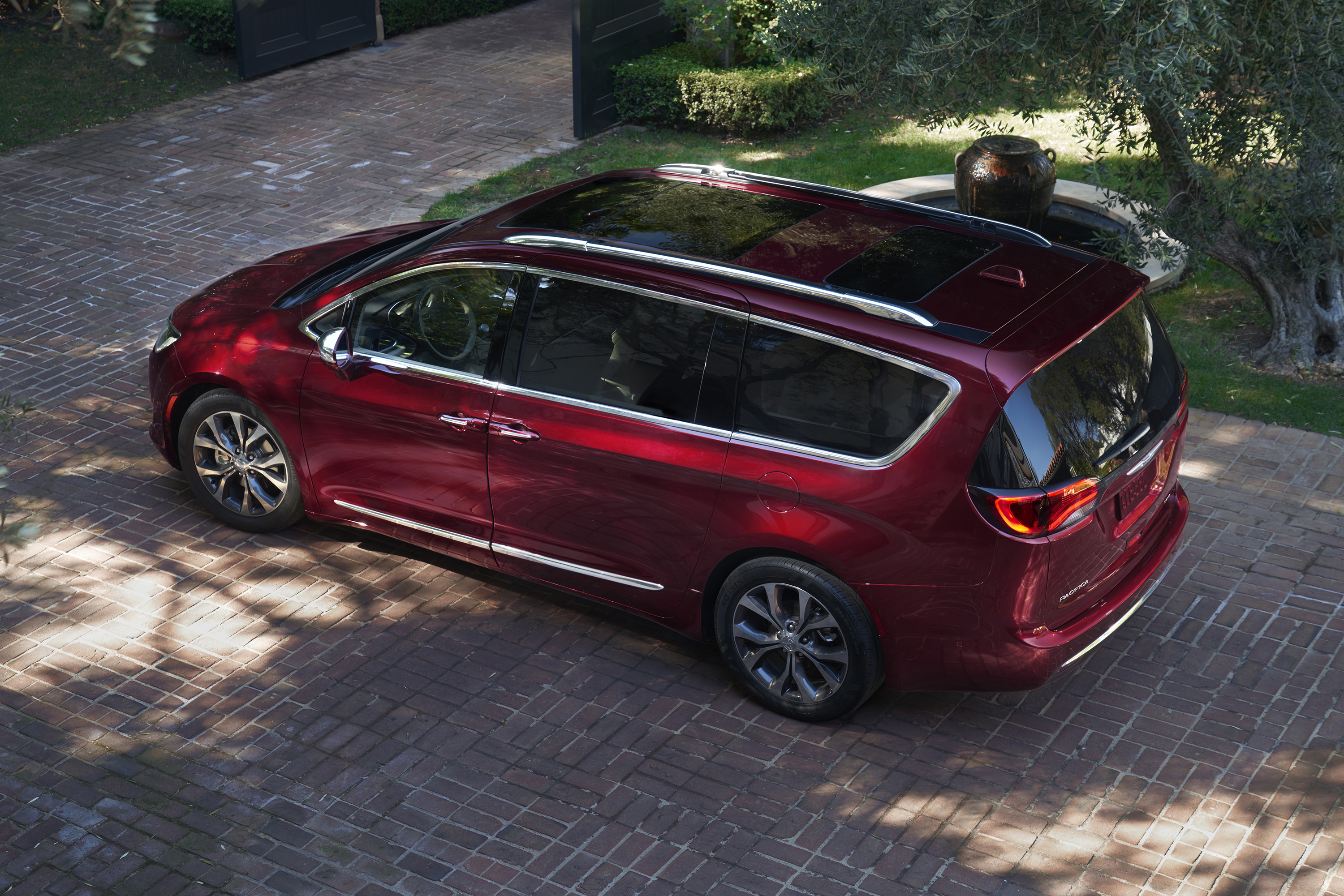 Chrysler Pacifica Adds 4G LTE, Unlimited Data for 2018