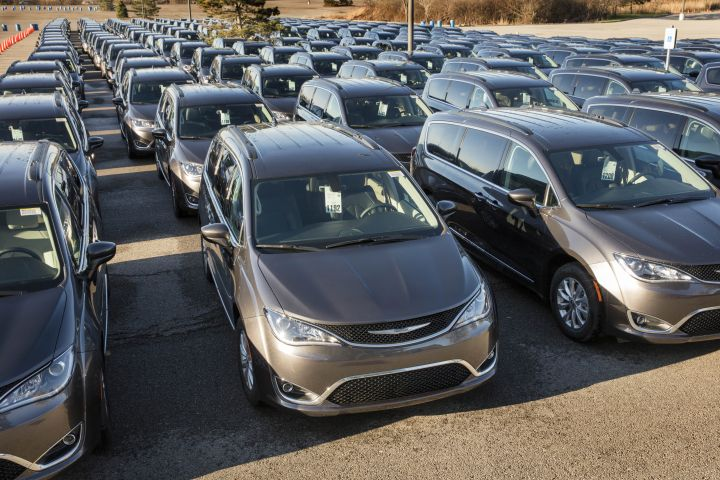 FCA Ships Chrysler Pacifica Minivan to Dealers