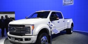 Ford Shows 2017 Super Duty Trucks in L.A.