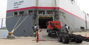 Mitsubishi Fuso Ships Trucks to Indonesia
