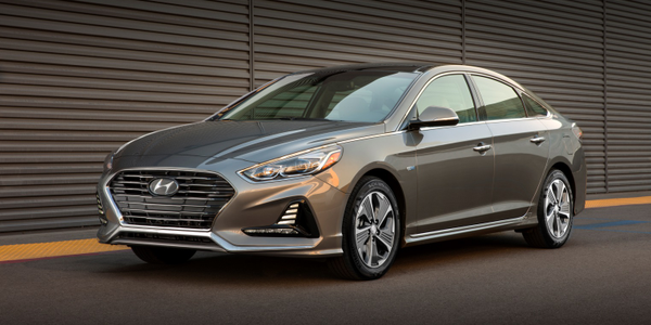 Photo of 2018 Sonata Hybrid and Plug-in Hybrid courtesy of Hyundai.
