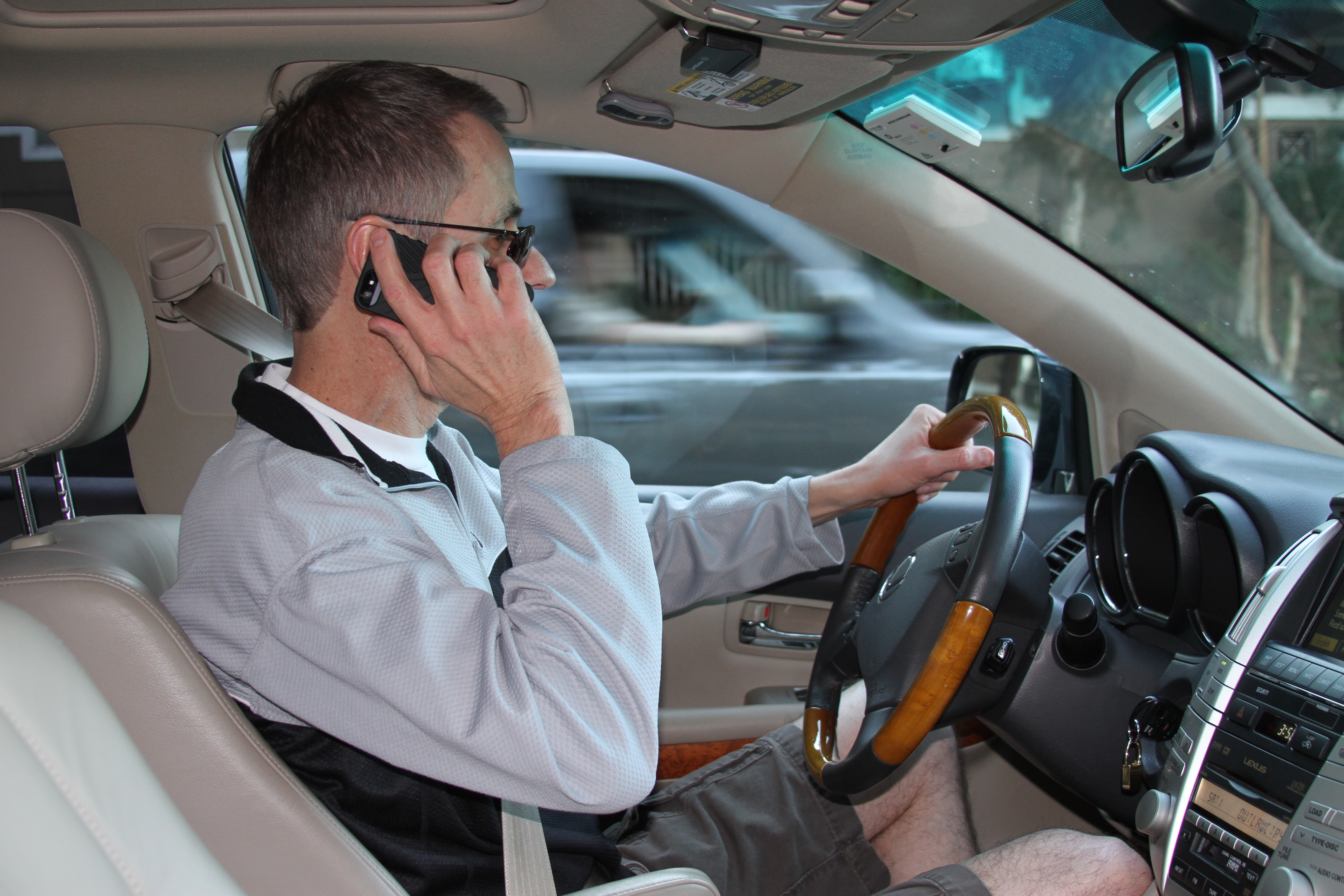 Cell Phones Linked to27 Percent of Crashes