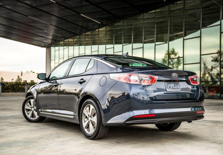 Kia Unveils Soul EV, Optima Hybrid