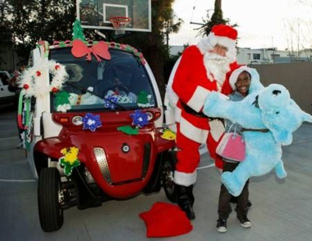 Global Electric Motorcars Spreads Holiday Cheer to Boys & Girls Club