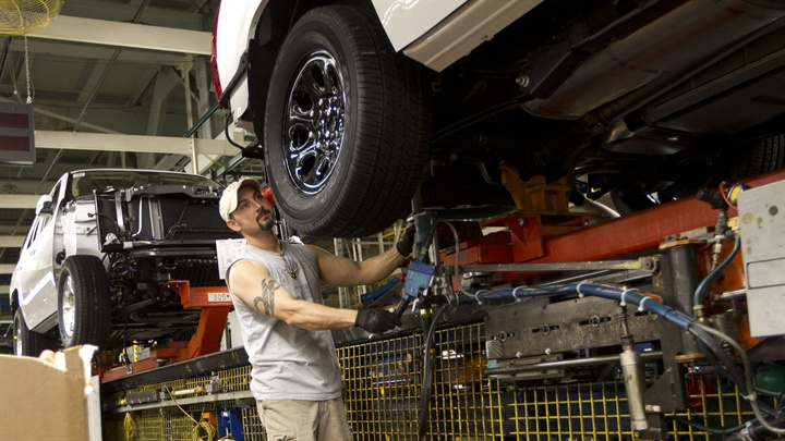 GM to Invest $331 Million to Expand Plant for Future SUV Production
