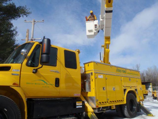 Green Mountain Power Adds First Hybrid Bucket Truck to Fleet