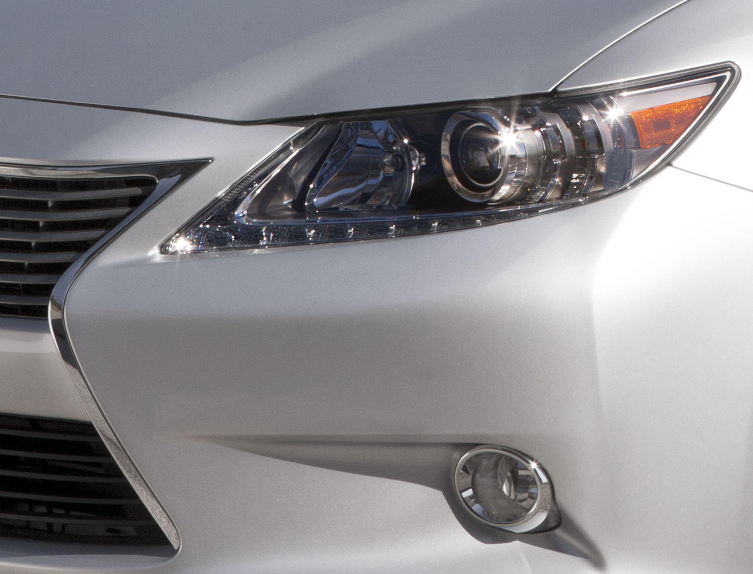 Toyota to Show All-New Lexus ES Sedan in New York