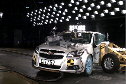 The 2013 Chevrolet Malibu Eco has drawn top overall scores after crash tests performed by NHTSA and IIHS.