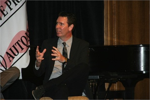 Chrysler's Mark Trostle discusses the automaker's vehicle weifght reduction efforts at an Automotive Press Association meeting on May 10. Photo courtesy Chrysler.