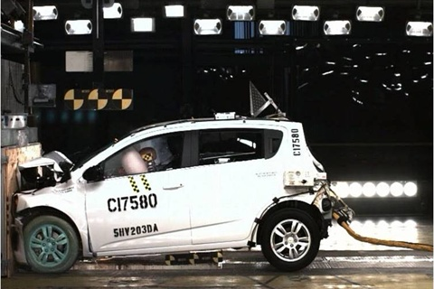 The Chevrolet Sonic's performance in NHTSA crash tests draws a 5-Star rating.