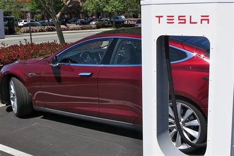 Tesla Adds Charge Alert to Model S EV