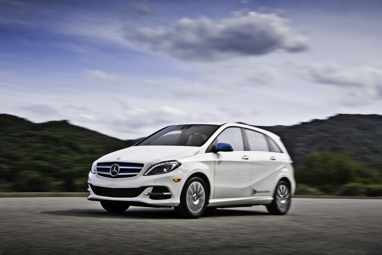 Mercedes-Benz Lowers Price of B250e EV