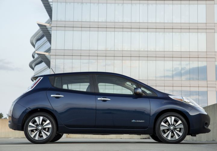2016 Nissan LEAF Crosses 100-Mile Range