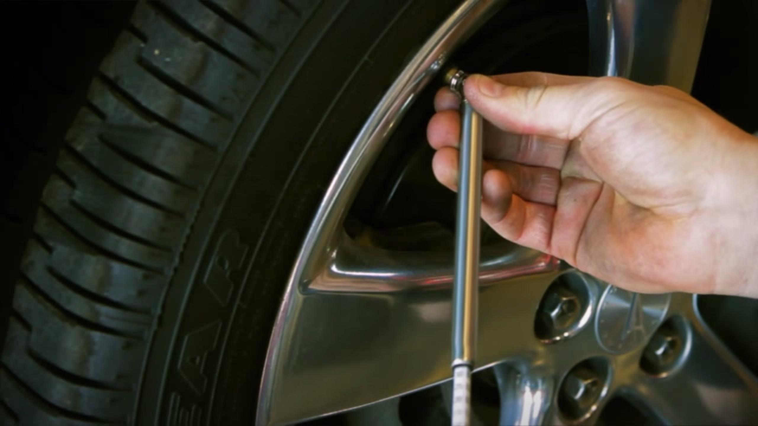 Fleet Safety Video Tip: Checking Tire Air Pressure