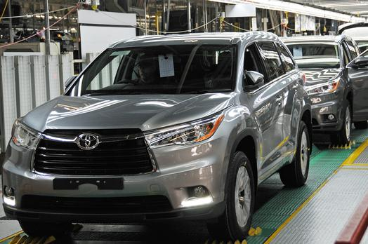 Toyota Recalling Highlanders to Fix Seat Belt Software