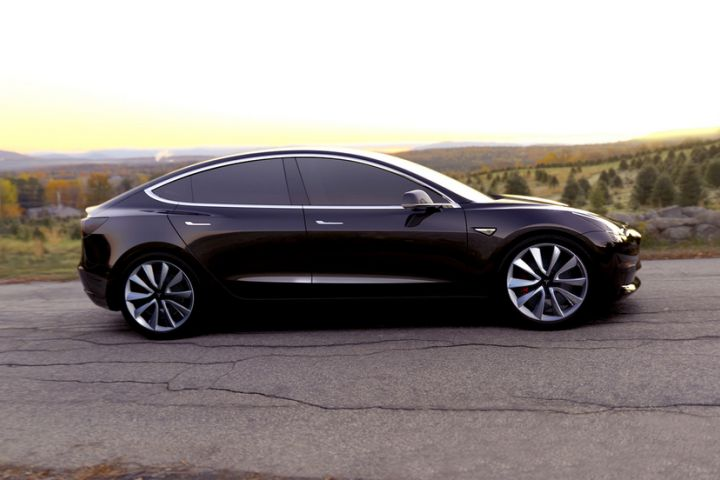 Tesla Model 3 Orders Rise to 325,000