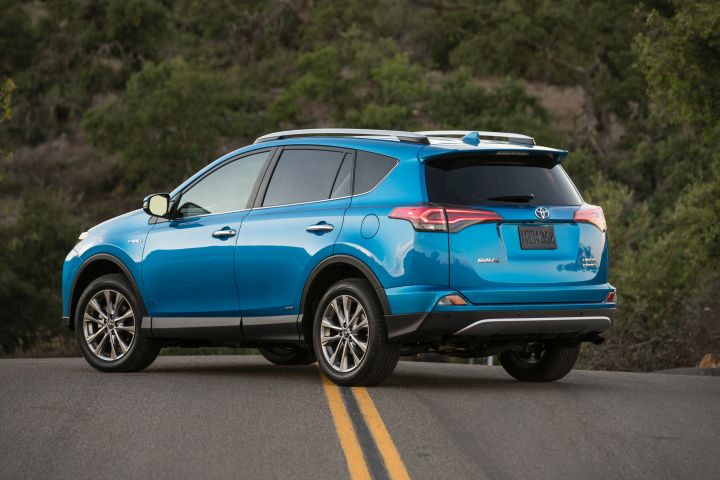 2017 Toyota RAV4 Adds Standard Safety Package