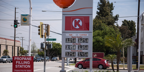 Photo of Southern California gasoline station by Vince Taroc.