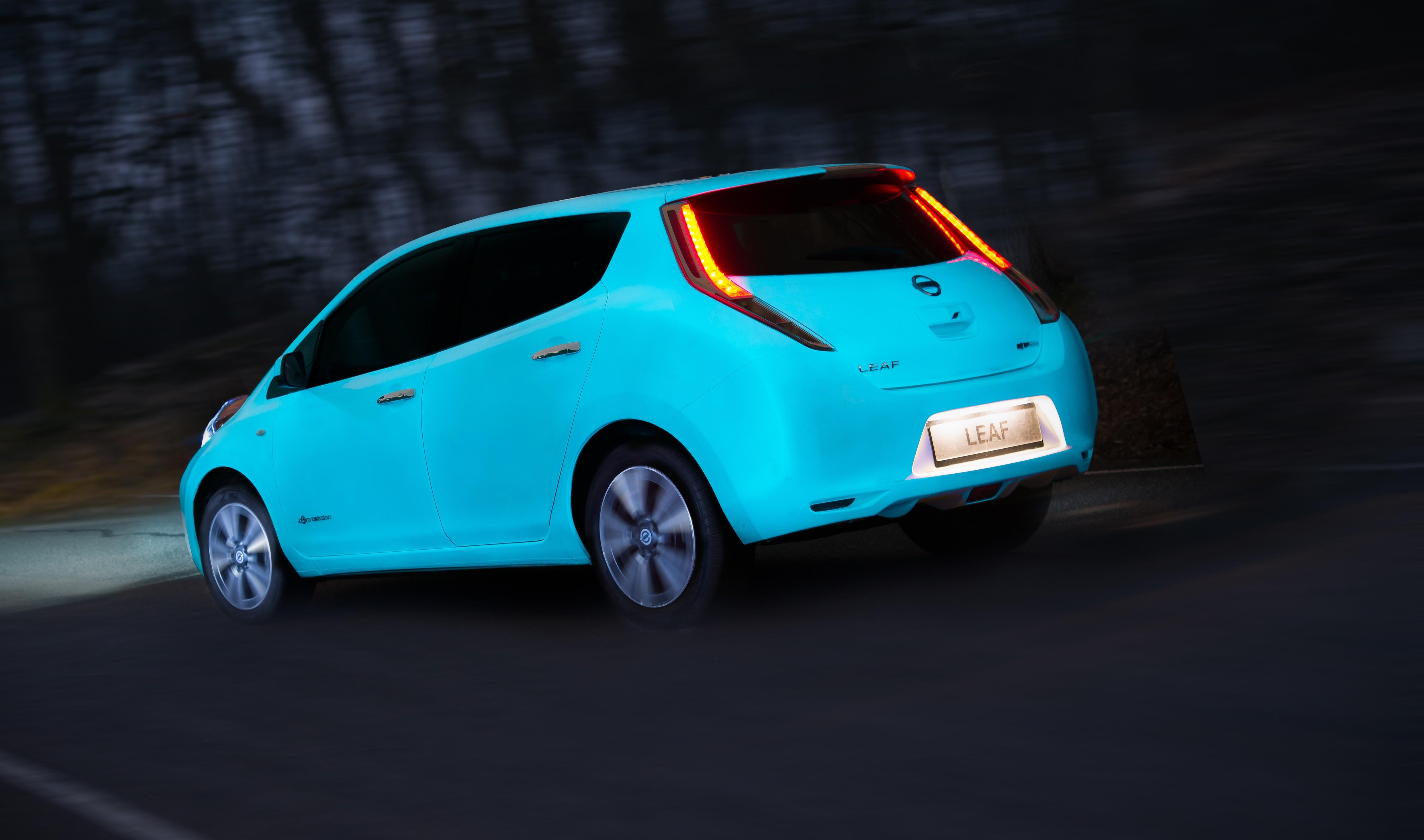 Nissan Unveils Glow-in-the-Dark LEAF