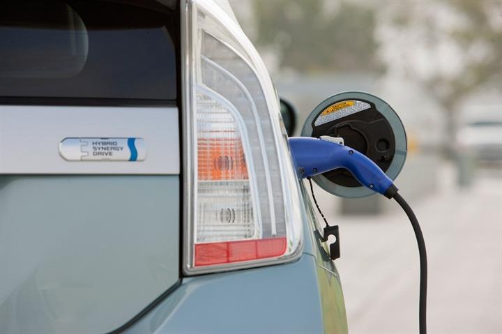 West Coast States Launch EV Initiative