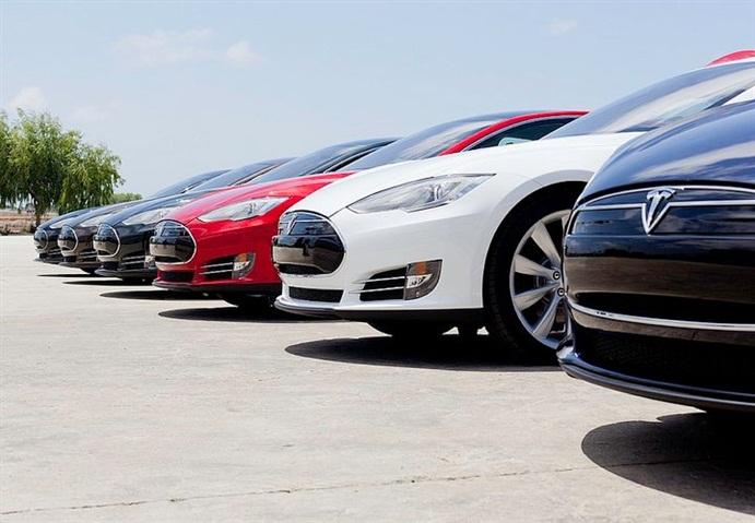 Tesla's Model 3 May Offer 300-Mile Range