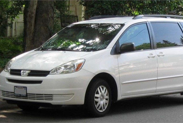 Photo of Toyota Sienna courtesy of Wikimedia Commons.