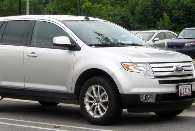 Photo of Ford Edge by IFCAR via Wikimedia Commons.