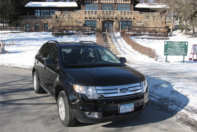Photo of Ford Edge by resedabear via Wikimedia Commons.