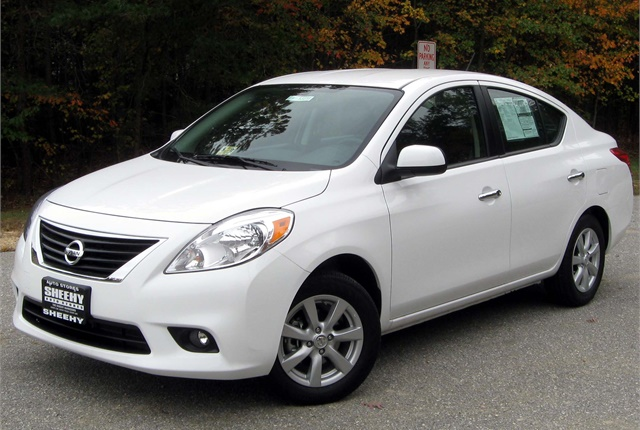 Photo of Nissan Versa by IFCAR via Wikimedia Commons.