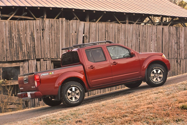 A 2013 Nissan Frontier pickup truck.