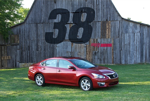 Photo of 2014 Nissan Altima courtesy of Nissan.
