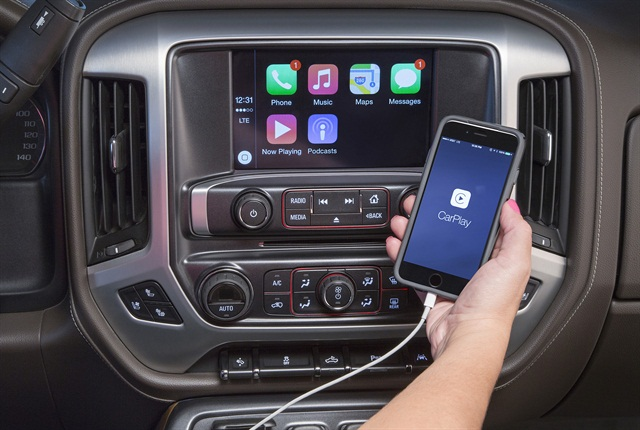 2016 GMC Sierra Apple CarPlay, photo courtesy of GM.