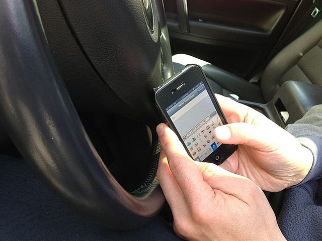 74 percent of those polled are aware that texting and driving is dangerous, but still do it. Photo via Wikipedia Commons.