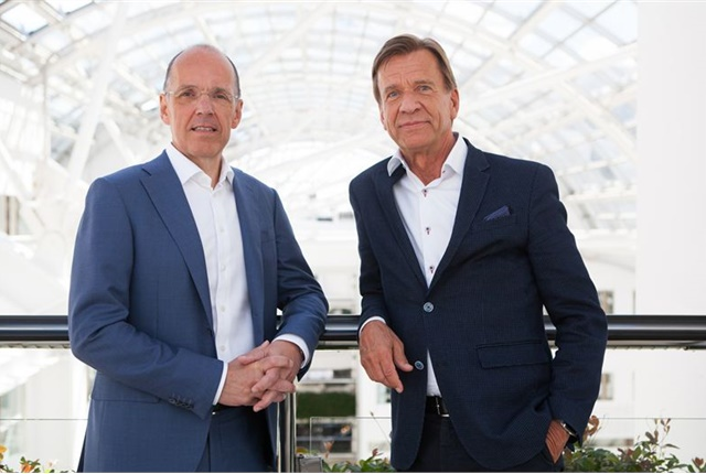 (l-r)Jan Carlson, chairman, chief executive and president of Autoliv, with Håkan Samuelsson, president and CEOof Volvo Cars. Photo courtesy of Volvo Cars.