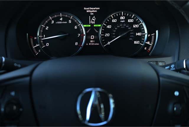 The AcuraWatch Road Departure Mitigation Alert in the 2017 Acura MDX. Photo courtesy of Acura.
