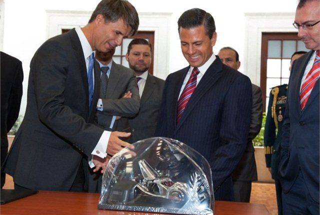 Harald Krüger, member of the BMW AG Board of Management, and Mexican President Enrique Peña Nieto announce the plant in Mexico. Photo courtesy of BMW.