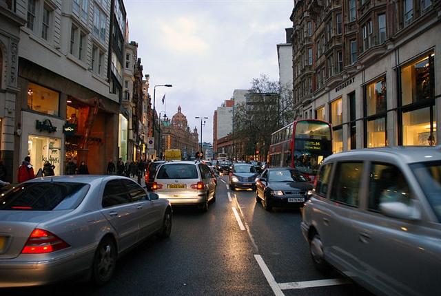 Photo of London road in Knightsbridge courtesy of Allen Watkin via Wikimedia Commons.