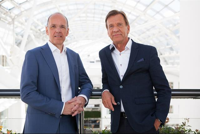 (l-r) Jan Carlson, chairman, chief executive and president of Autoliv, with Hakan Samuelsson, president and chief executive of Volvo Cars. Photo courtesy of Volvo.