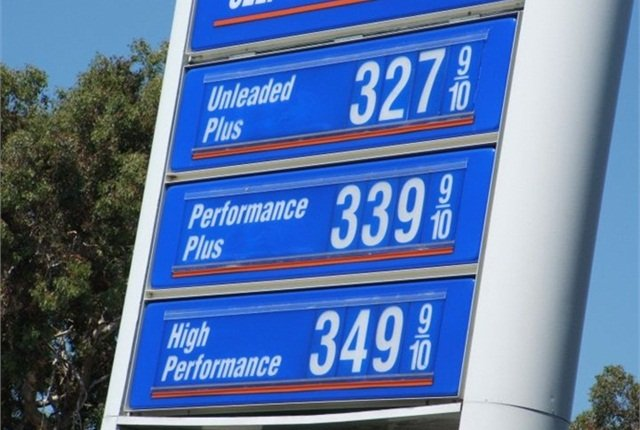 Gasoline Price Falls to $2.06 Per Gallon