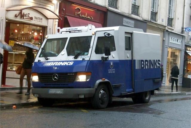 Photo of Mercedes-Benz Vario Brinks truck via Wikimedia.